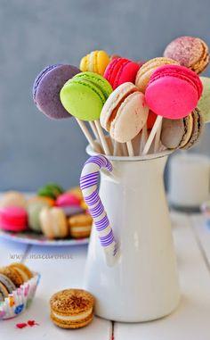 Nice presentation idea using Macarons!