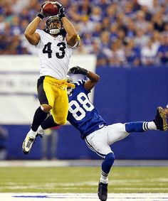 """NFL Pittsburgh Steelers: Troy Polamalu """"winning"""" in the 2005 playoffs vs Indianapolis Colts. Art Football, Best Football Team, National Football League, Football Players, Football Season, Go Steelers, Pittsburgh Steelers Football, Pittsburgh Sports, Troy Polamalu"""