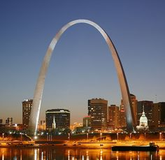 Gateway Arch by Eero Saarinen Bandel in Missouri, USA Eero Saarinen, St Louis Gateway Arch, Saint Louis Arch, World Trade Center, St Louis Night, The Places Youll Go, Places To See, Modern Architecture, Amazing Architecture