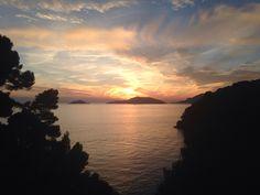 ti fermerai sognando.. Foto mia @struruso Tramonto sul golfo dei poeti