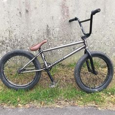 @matt_roe's current @mutinybikes setup decked out with #Flybikes parts like his signature Roey grips and seat!  #bmx #flybikes #bike #bicycle #style #mutinybikes #photo
