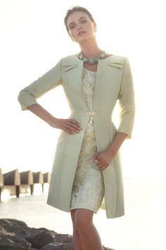 Colección de trajes de madrina 2015 de Carla Ruiz . En la que destacan tejidos exquisitos como el guipur, chantilly,...