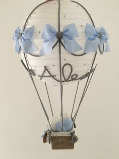 Sono felice di condividere l'ultimo arrivato nel mio negozio #etsy: Mongolfiera 30*70 • Lampadario o allestimento • hot air balloon lamp • twins #articoliperlacasa #complementidarredo #lampadario #ideeregalo #mongolfiera #hotairballoon #nursery #bimbi #newborn Baby Door Decorations, Diy Party Decorations, Balloon Decorations, Nappy Cakes, Baby Cards, Baby Boy Shower, Baby Shower Gifts, Nursery, Chandelier