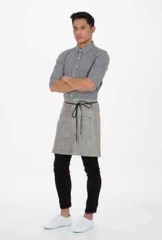 The new design linen blend apron features metal hardware and PU leather straps which can be tied to suit a variety of body shapes. Cafe Uniform, Waiter Uniform, Hotel Uniform, Men In Uniform, Uniform Ideas, Kellner Uniform, Gatsby, Restaurant Aprons, Staff Uniforms