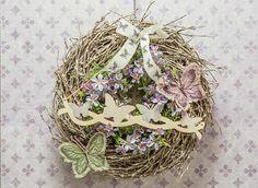 Schön dekorierter Türkranz für den Frühling