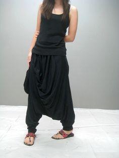 Harem Pants – Nobu harem pant black – a unique product by thaitee on DaWanda Cool Outfits, Fashion Outfits, Womens Fashion, Fashion Fashion, Black Harem Pants, Harem Pants Outfit, Harem Trousers, Mode Steampunk, Vogue Patterns