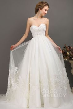 Romantic A-Line Sweetheart Chapel Train Tulle Wedding Dress CWLT13041