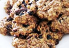 Krane Niland Baker These sugar-free, dairy-free, whole wheat cookies are delicious! Just swap the veg oil for coconut/canola. (Sometimes I add a little squeeze of honey! Sugar Free Oatmeal Cookie Recipe, Banana Oatmeal Cookies, Sugar Free Cookies, Sugar Free Desserts, Sugar Free Recipes, Sweet Recipes, Oat Cookies, Mini Pizzas, Oatmeal For Diabetics