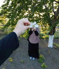 Beautiful Nature Scenes, Beautiful Girl Image, Beautiful Hijab, Cute Muslim Couples, Muslim Girls, Hijabi Girl, Girl Hijab, Girl Photo Poses, Girl Photography Poses