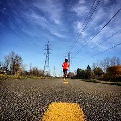 #runningfree #running #runhappy #runninggirl #quebec #canada #colorful #urban #fitnessmotivation #training #happieroutside #happierhealthierstronger #daretoplay #ktfall #ktambassadør #karitraa #instarun #stravarun