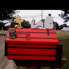 Snoopy and Woodstock Mailbox Snoopy Und Woodstock, Snoopy Love, Charlie Brown And Snoopy, Funny Mailboxes, Unique Mailboxes, Peanuts Cartoon, Peanuts Snoopy, Snoopy Dog House, You've Got Mail