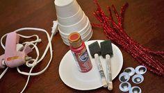 Омары из одноразовых стаканов / Lobsters of disposable cups