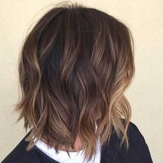 Balayage has been around for a long time now and the trend is hanging on as it's a matchless way of colouring that gives personal results. Balayage is a. Long Bob Haircuts, Bob Hairstyles, Medium Hair Styles, Short Hair Styles, Hair Color Balayage, Subtle Balayage, Balayage Highlights, Balayage Hair Dark Short, Balayage Bob