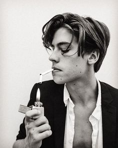 I first noticed this hairstyle when millions of girls went crazy for the former Disney star Cole Sprouse on twitter. I didn't think of it much at the time, but lately I've been seeing more and more of this hairstyle popping up and with how great it looks, it definitely seems to be a bubbling …