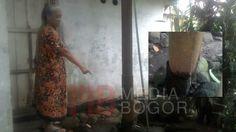 Mau Roboh, Warga Kampung Ciomas Minta Tiang Listrik Diganti