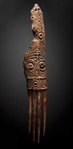 Papua New Guinea | 'Mindja' ~ rare Abelam, Boiken or Arapesh ceremonial bone comb | Prince Alexander Mountains. Collected in the village of Nimbogu in 1971 | 9'800€ ~ sold (Dec '07)