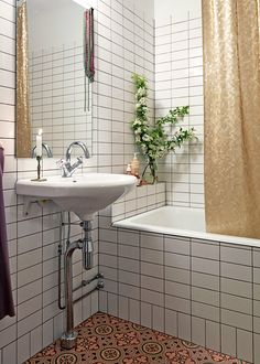 simple subway tiles used in bathroom, pedestal sink, patterned floor, gold shower curtain Upstairs Bathrooms, Downstairs Bathroom, Dream Bathrooms, Master Bathroom, Retro Interior Design, Home Interior, Interior Decorating, Gold Shower Curtain, Oh My Home