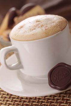 """Martes de antojo... Disfruta hoy de un delicioso """"CAPUCHINO"""" de la #reposteriaastor ... Ideal para recargar energías  www.elastor.com.co"""
