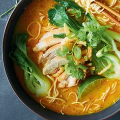 Soup ramen with coconut milk. Chicken and bok choy ricardo. Can Chicken Recipes, Cooking Whole Chicken, Vegetable Recipes, Entree Recipes, Asian Recipes, Healthy Recipes, Healthy Food, Curry Ramen, Bok Choy Recipes