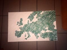 Europa aus knapp 500 Nägeln und Wolle