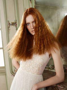 Red Bronze bringt rotes Haar zum Leuchten: Eine gelungene Haarfarbe in luxuriösem Tizianrot mit erdbeerblonden Highlights!