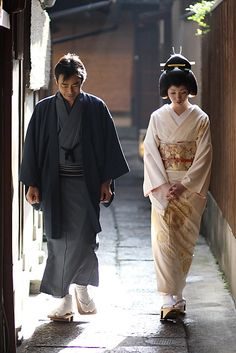 couple / vintage / culture / kimono / traditonal : geiko (geisha) kotoha, kyoto japan 芸妓 琴葉さん 日本・京都    On her second day as a geiko (geisha) Kotoha is led through the Gion district to greet people.    Kyoto was the capital of Japan from 794 until 1868. I Girl Gets Ring