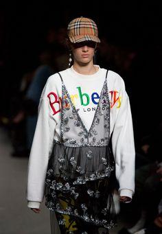 In occasione della London Fashion Week, Burberry ha presentato la collezione Autunno/Inverno 2018-19, quella con cui Christopher Bailey ha messo fine alla sua colloborazione con la Maison dopo 17 ann