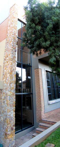 #modernhouses #modernarchitecture #moderndecor #modernbuilding #beautifulhouses Modern Houses, Modern Buildings, Modern Architecture, Best Modern House Design, Building Materials, Modern Decor, Beautiful Homes, House Styles, Outdoor Decor
