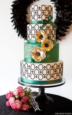 Green and gold layered wedding cake - such a stunning design #wedding #weddingcake #cake #gold #green