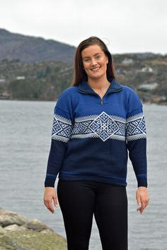 Norwegian sporty sweater in a traditional pattern. A classic nordic sweater in wool Nordic Sweater, Cardigans For Women, Knitwear, Sporty, Pullover, Wool, Pattern, How To Make, Jackets