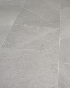 Grey Kitchen Tiles, Grey Bathroom Floor, Grey Floor Tiles, Kitchen Flooring, Slate Tile Floors, Master Bathroom, Large Tile Bathroom, Bathroom Ideas, Large Floor Tiles