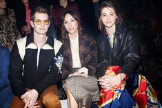 Attending the Gucci Fall Winter 2019 fashion show, Andrew Garfield captured with Gia Coppola and Emma Appleton. Gucci Fashion, Fashion Show, Gia Coppola, Andrew Garfield, Girl Crushes, Alternative, Fall Winter, Runway Fashion