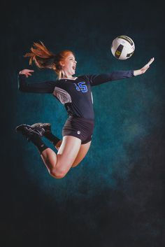 Angriff die beste Verteidigung Volleyball Poses, Volleyball Senior Pictures, Female Volleyball Players, Volleyball Team, Foto Sport, Neymar Football, Human Poses, Posing Tips, Sports Graphics