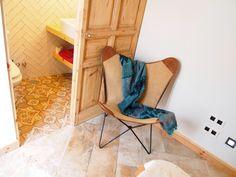 Antes y Después de un piso con alma vintage en Madrid Butterfly Chair, Furniture, Home Decor, Custom Furniture, Wood Furniture, Reclaimed Doors, Industrial Style, Decoration Home, Room Decor