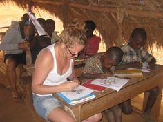 Séance de dessin avec les élèves.