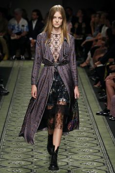 cf2e10b2c35c Burberry Women Fashion Show Ready to Wear Collection Spring Summer ...
