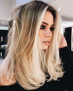 Shoulder length hairstyle #blonde #hair #haircolor