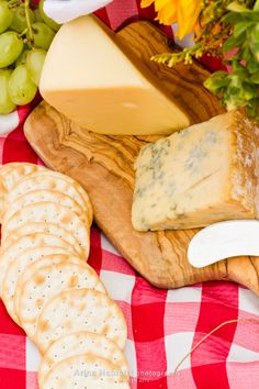 Summer picnic with a basket of food in the park. Summer Picnic, Basket, Cheese, Park, Ethnic Recipes, Food, Essen, Parks, Meals
