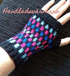 Virktrollet: Handledsvärmare med tumme Wrist Warmers, Hand Warmers, Mitten Gloves, Mittens, Stick O, Gudrun, Knitted Animals, Drops Design, Easy Crochet