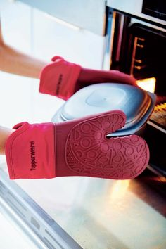 Great kitchen helper. Tupperware oven gloves #tupperware #cooking #ilovecooking #ovencooking