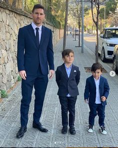 Barcelona and Argentina striker, Lionel Messi was pictured with his two of his sons looking dapper in matching suits as they stepped for din. Cristiano Vs Messi, Lional Messi, Messi Soccer, Messi And Ronaldo, Neymar, Football Soccer, Football Quotes, Soccer Ball, Ronaldo Juventus
