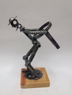 Comforting unearthed metal work welding design Learn to Welding Classes, Welding Art Projects, Welding Jobs, Diy Projects, Metal Projects, Metal Sculpture Artists, Steel Sculpture, Miller Welding Helmet, Metal Welding