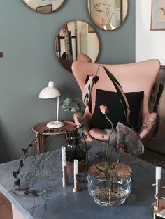 Wall colour with the pink. Love all the elements. Fritz Hansen
