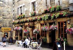 Edinburgh Pub Scotland 30943_446748742049998_59562033_n.jpg (610×420)