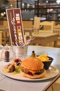 The Classic Burger at Hamburgueria Casavostra in Almancil, in the Algarve.