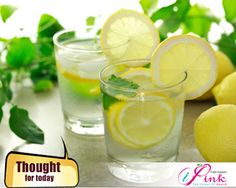 The health benefits of drinking lemon water, and drinking warm lemon water. These little superfruits can really change your life, just by drinking a glass of lemon water once or more a day! Drinking Warm Lemon Water, Lemon Water In The Morning, Lemon Water Before Bed, Lemon Water Benefits, Lemon Health Benefits, Garlic Benefits, Health And Wellness, Health Tips, Health Fitness
