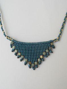 Collar de macrame collar triángulo collar por LuckyRatJewellery