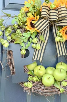 Put a big beautiful fall wreath on your front door. One that will get noticed! Here are 7 gorgeous, easy fall wreaths to make with lots of tips to give them a designer look! Outdoor Fall Wreaths, Easy Fall Wreaths, Diy Fall Wreath, Wreath Burlap, Mesh Wreaths, Outdoor Decor, Diy Projects For Fall, Apple Wreath, Fall Leaf Garland