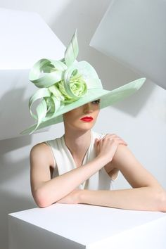 Sage Sweeping Sidebrim from Philip Treacy London Fancy Hats, Cool Hats, Fascinator Hats, Fascinators, Headpieces, Philip Treacy Hats, Races Fashion, Fashion Hats, Emo Fashion
