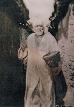 Baba w bowl lg Sai Baba Pictures, God Pictures, Sai Baba Miracles, Shirdi Sai Baba Wallpapers, Sai Baba Hd Wallpaper, Sai Baba Quotes, Cool Illusions, Swami Samarth, Sathya Sai Baba